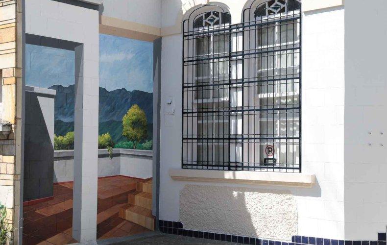 Murales que recuerdan la historia y arquitectura del barrio prado de medellín
